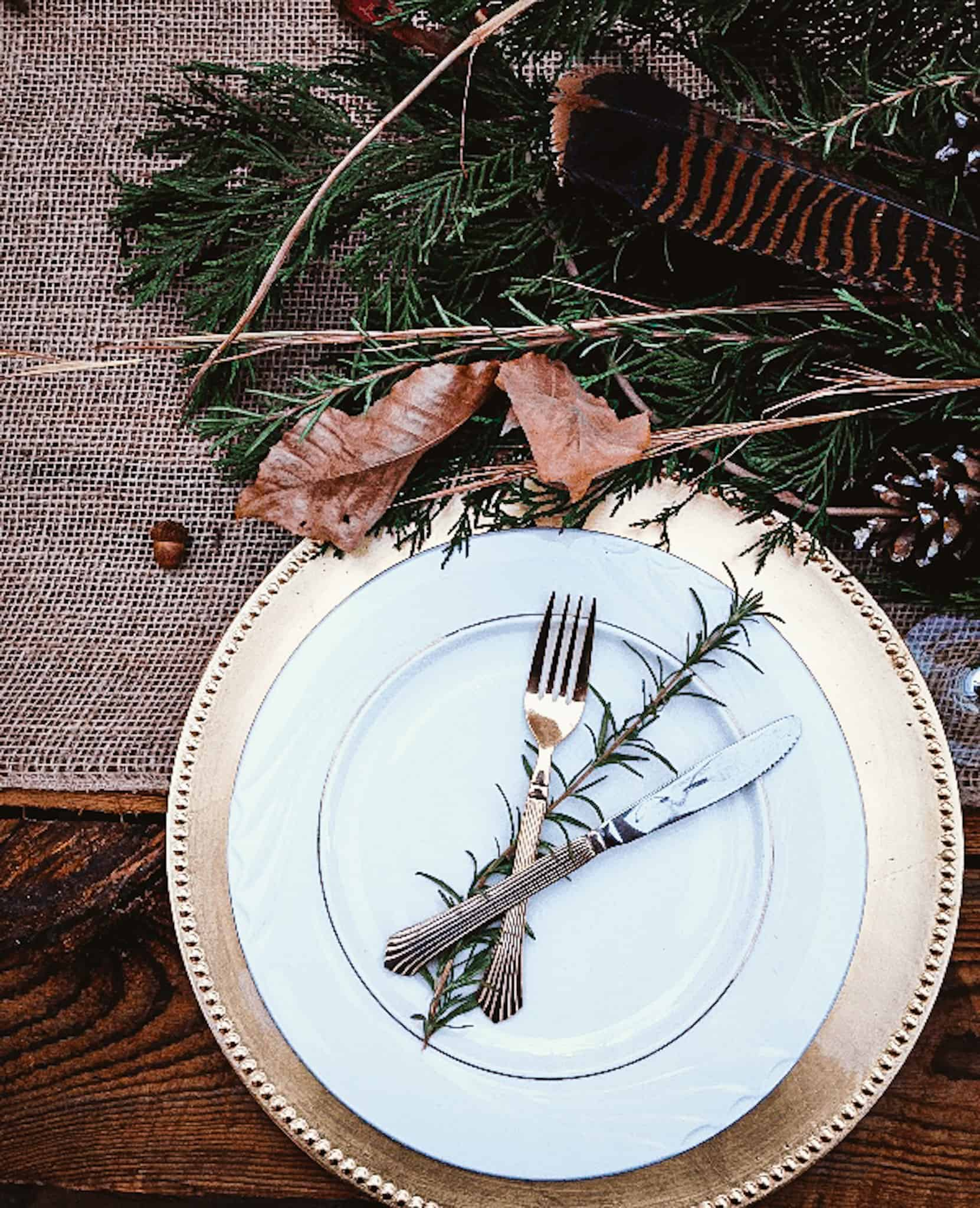 turkey feathers acorns and leaves as natural thanksgiving table decor
